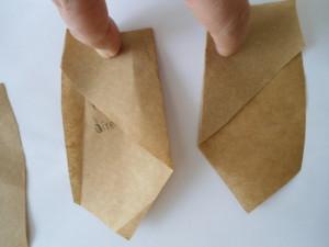 Marque as dobras das duas partes da frente com o ferro de passar.