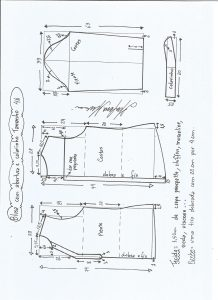 Esquema de modelagem de blusa com abertura e meio colarinho tamanho 46.
