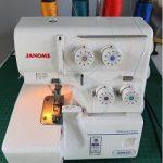 Vídeo: como colocar agulha e passar linhas na overloque Janome 8002D